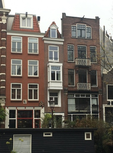 Amsterdam 7B