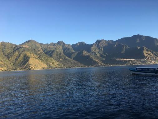 Vue sur les volcans depuis le bateau